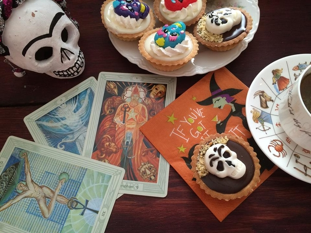 tarot, divination, Psychic Medium MarVeena Meek, All Hallow's Eve, Halloween